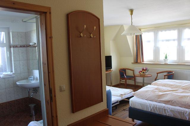 Dreibettzimmer Hotel zum alten Ponyhof in Niemegk